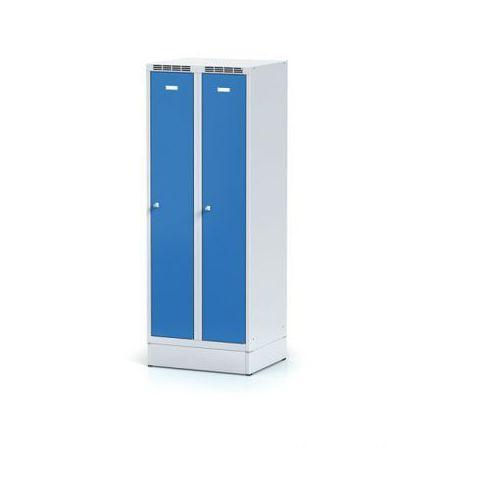 Szafki do przebieralni, Metalowa szafka ubraniowa obniżona, na cokole, niebieskie drzwi, zamek obrotowy