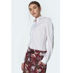 Biała koszula z lamówkami na rękawach - K57