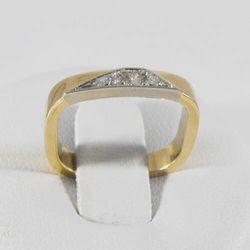 Złoty pierścionek z diamentem P1471