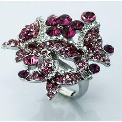 Efektowny kryształowy pierścionek z motylami