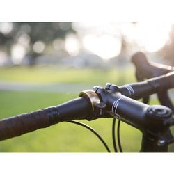 Knog Oi Dzwonek rowerowy czarny/złoty S 2018 Dzwonki Przy złożeniu zamówienia do godziny 16 ( od Pon. do Pt., wszystkie metody płatności z wyjątkiem przelewu bankowego), wysyłka odbędzie się tego samego dnia.