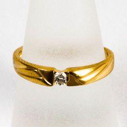 Złoty pierścionek z diamentem P1614