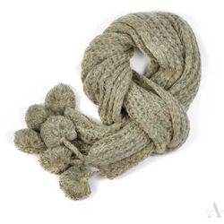 Długi dzianinowy melanżowy szalik damski z pomponami jasny szary - szary Szaliki, czapki, rękawiczki (-21%)