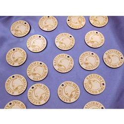 Znaczki z drewna - zawieszki lub magnesy na lodówkę - dowolny kształt